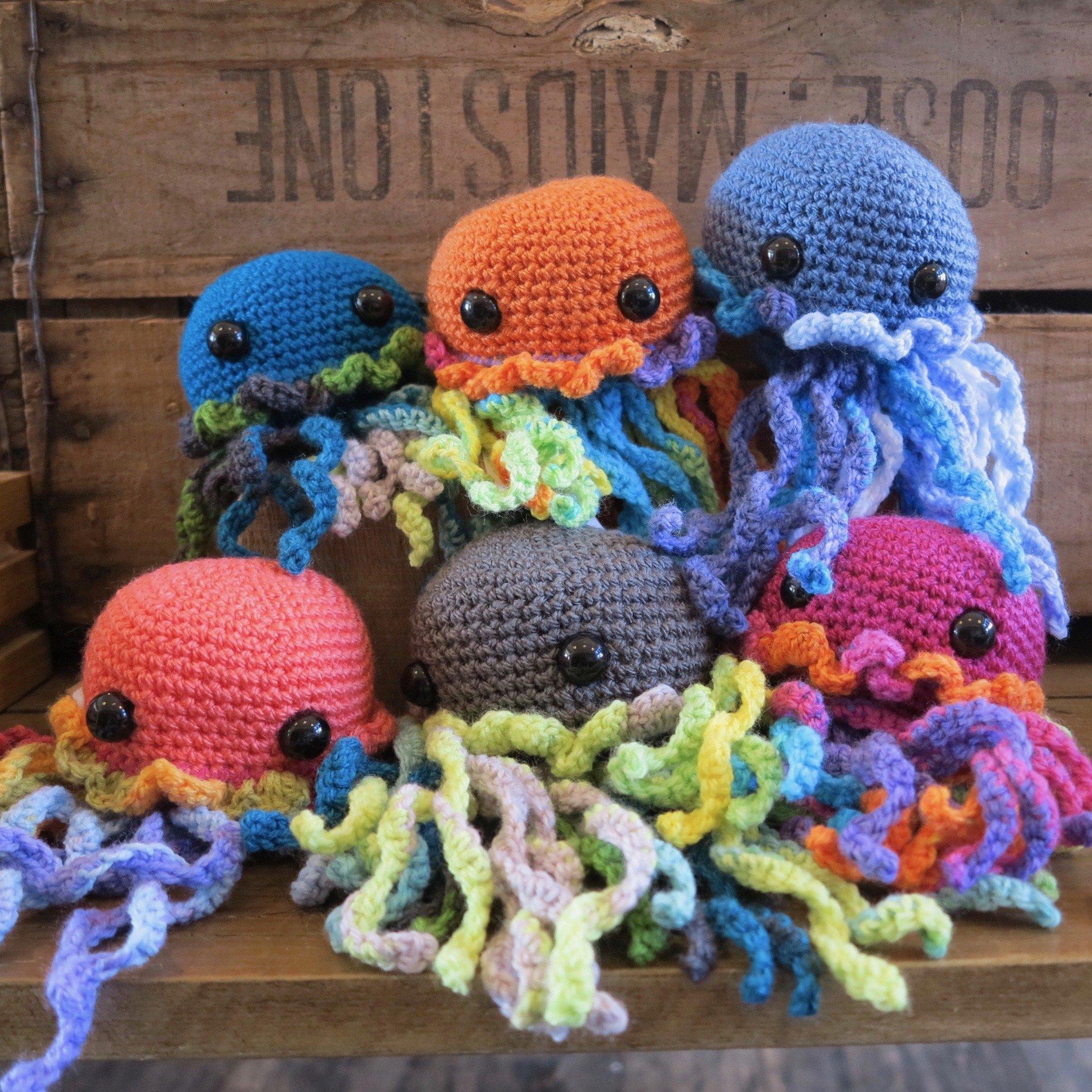 Free (Crochet) Pattern Friday! Jellyfish Amigurumi | Choly Knight | 1962x1962